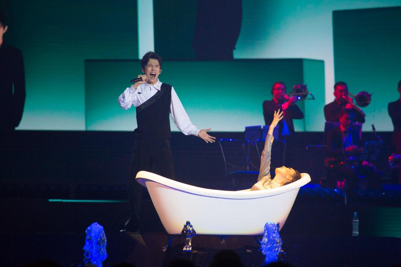 Организаторы концерта придумали для Димаша новые образы