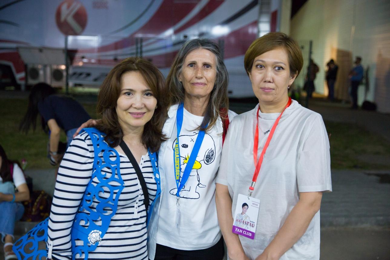 Америнка почти сразу нашла себе друзей в Казахстане