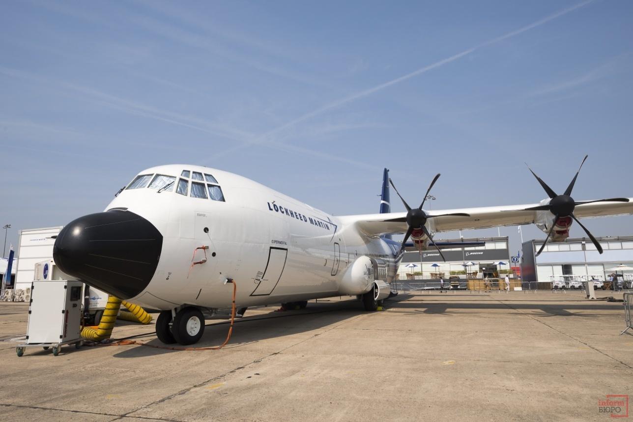 Грузовой самолет LM-100J
