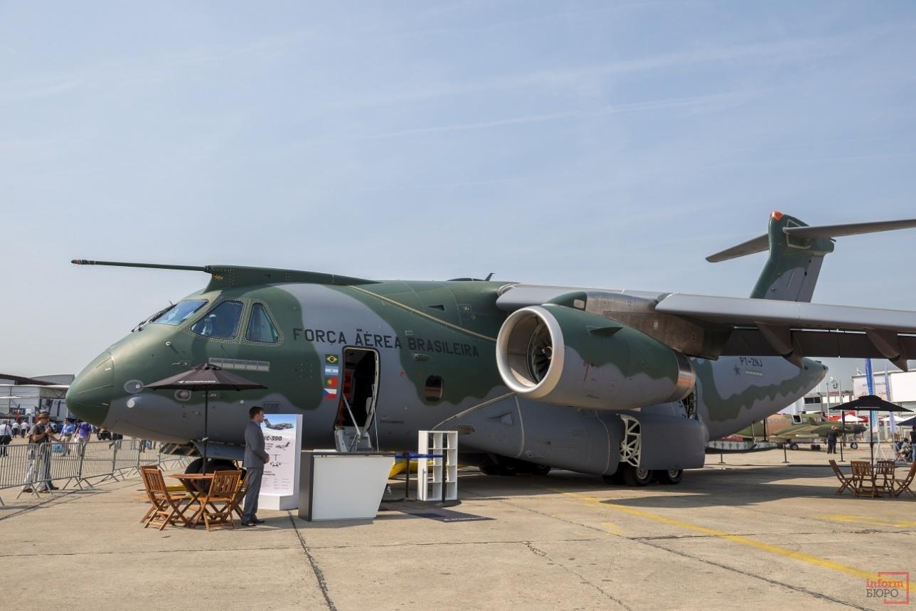 KC-390 на статике