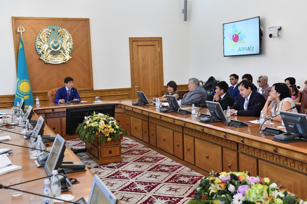Аким Алматы попросил проследить за средствами, выделенными инвалидам