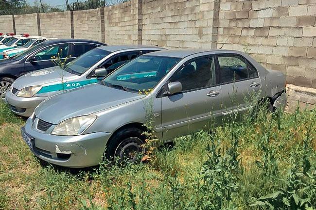 Автомобили стоят около миллиона тенге