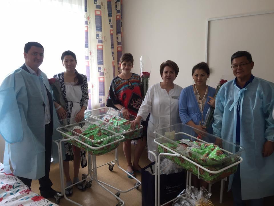 Аким района подарил подарки малышам