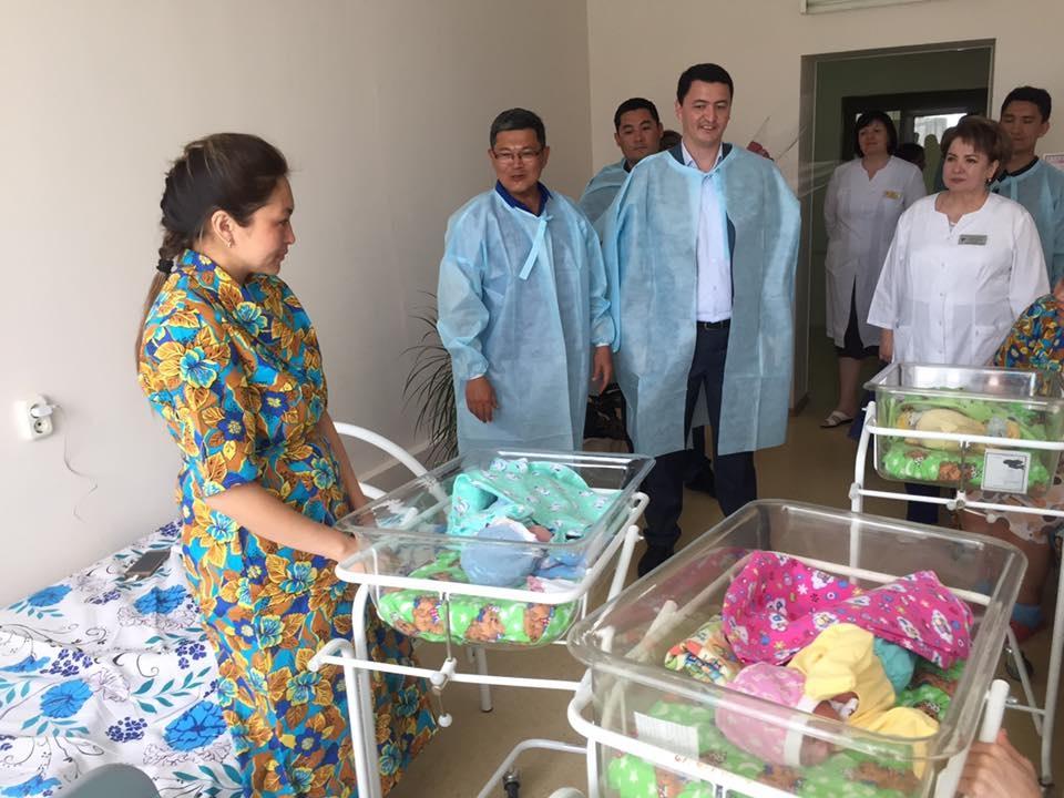 Новорождённых астанчан поздравили с праздником