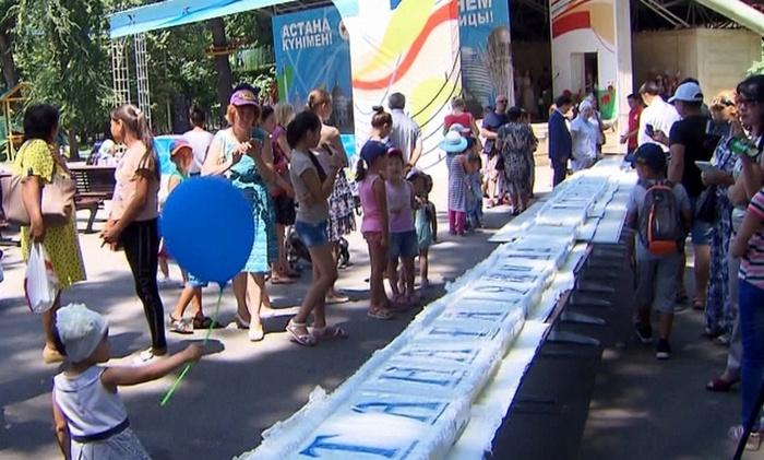 19-метровым тортом в Алматы накормили более тысячи гостей праздника