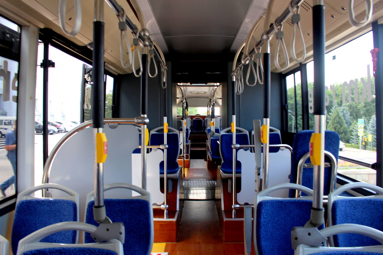 В салоне электоавтобуса есть камеры наблюдения и кондиционер
