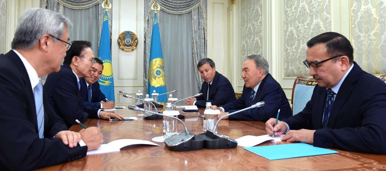 Встреча Нурсултана Назарбаева с экс-президентом Республики Корея Ли Мен Баком