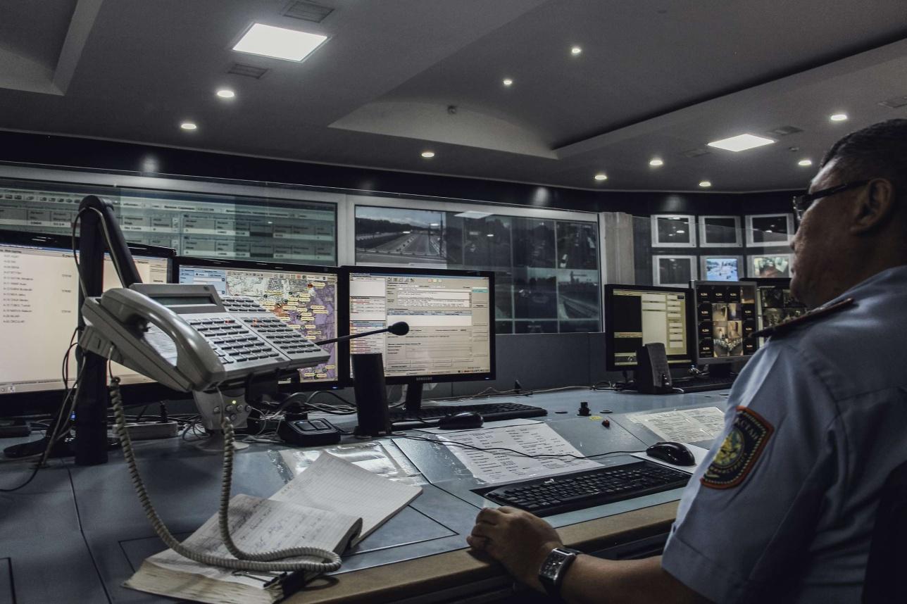 В ЦОУ работают операторы и дежурные офицеры