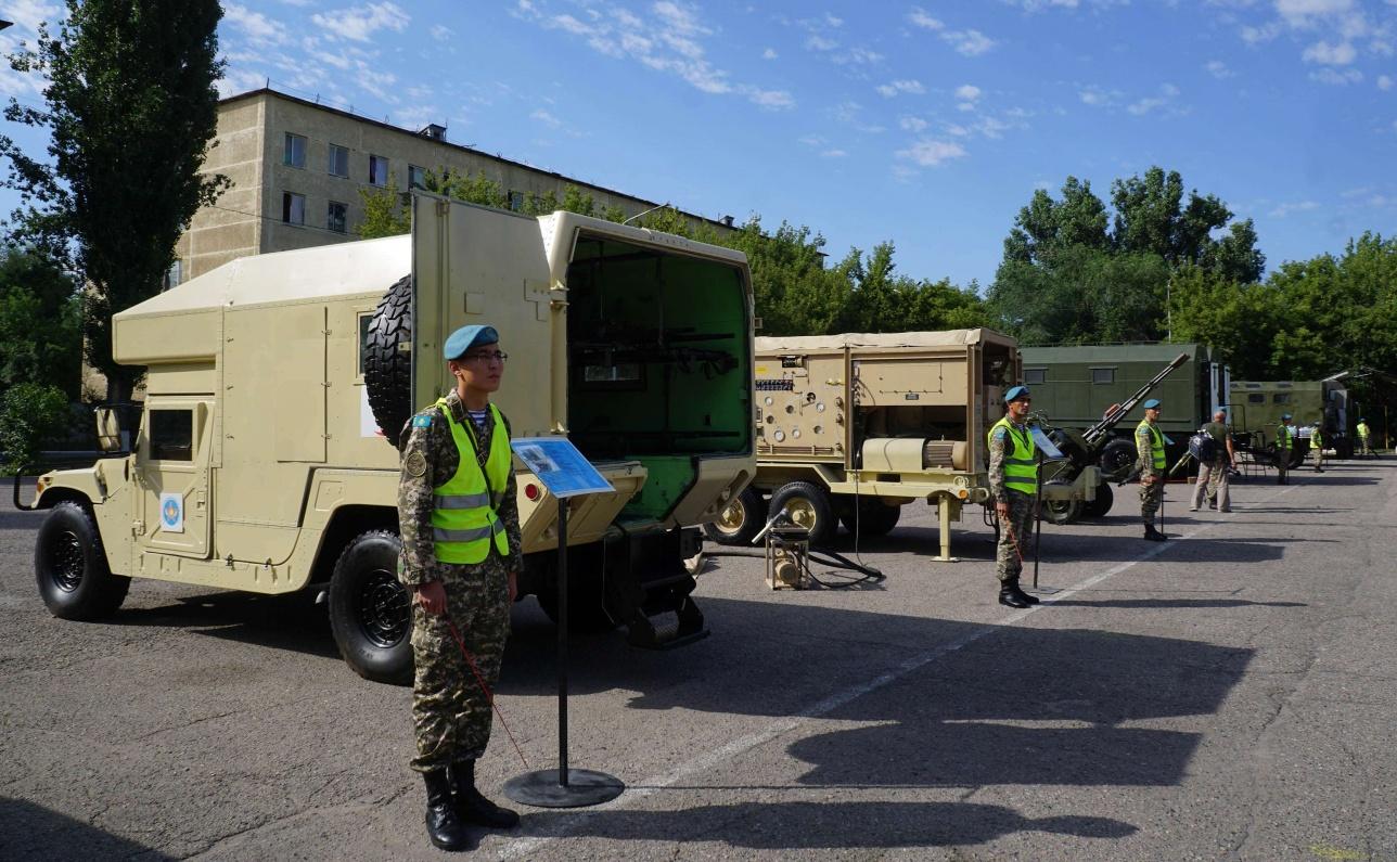 Демонстрация военного транспорта