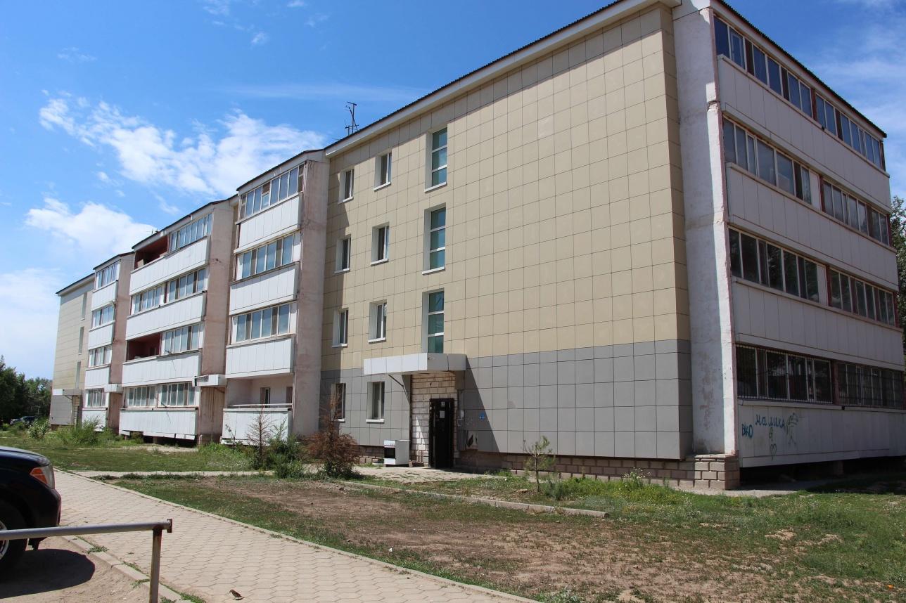 Омирбек жил с супругой в обветшалой сельской многоэтажке