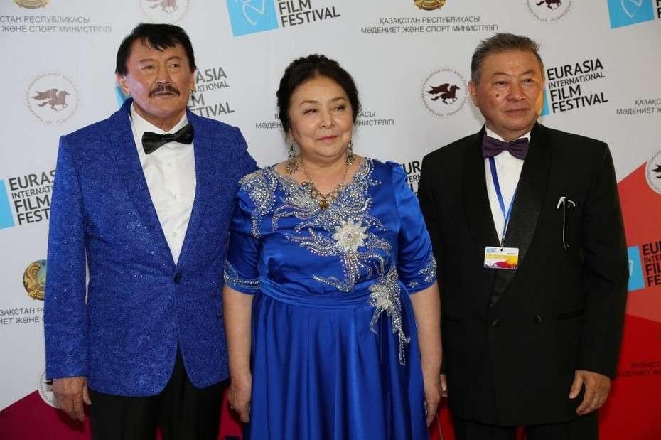 В параде звёзд приняли участие казахстанские, индийские, китайские, европейские, российские актёры, режиссёры, продюсеры и кинокритики.