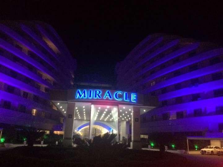 Не улетевших на родину казахстанцев разместили в отеле