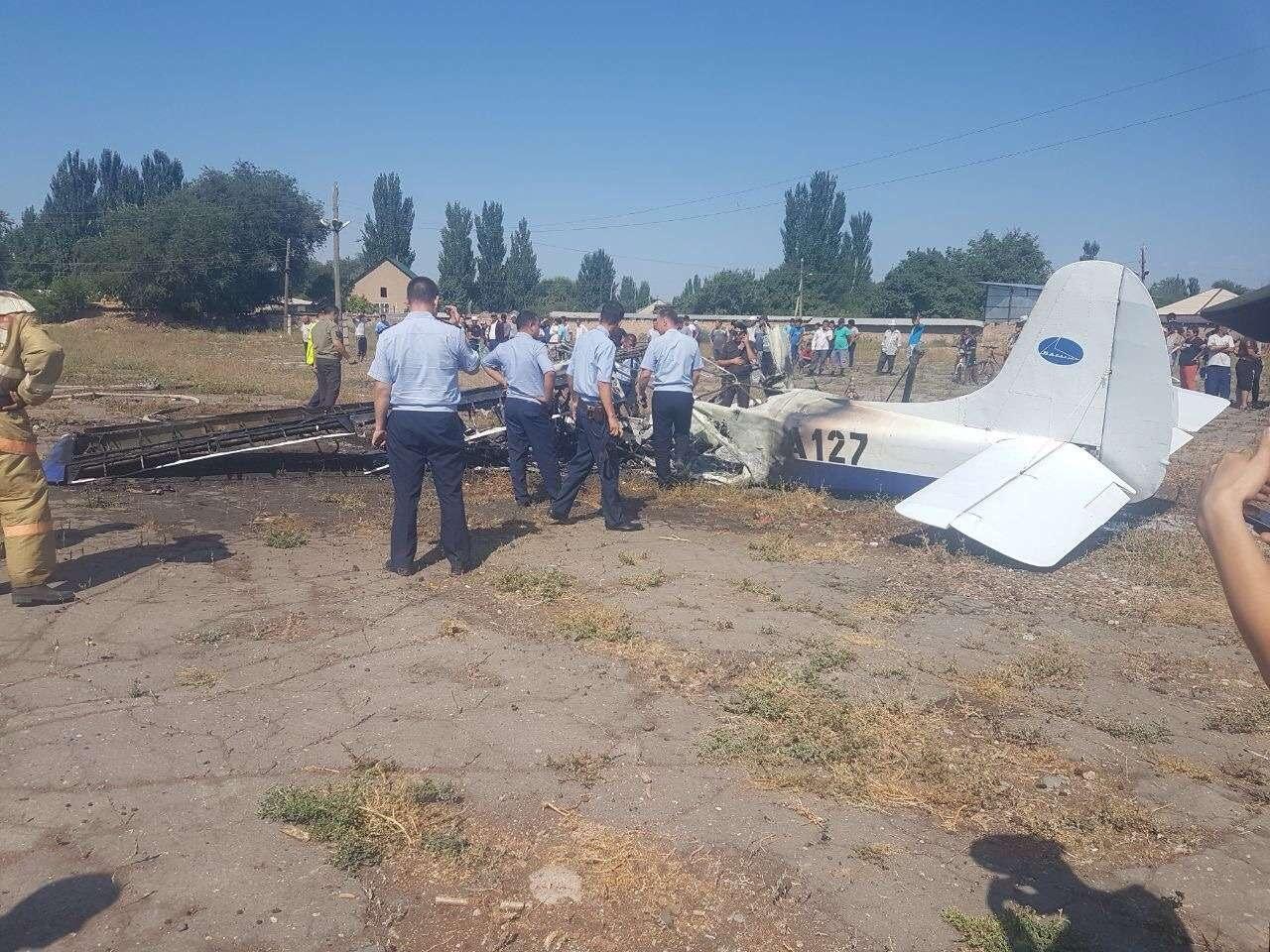 На борту сгоревшего самолёта было два человека