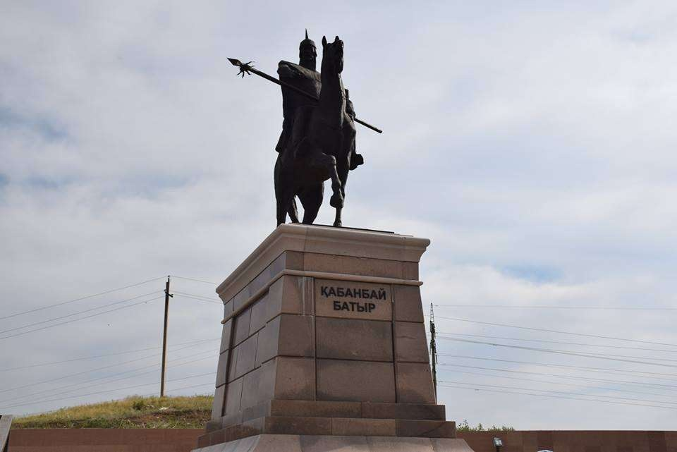 Чистый памятник Кабанбай батыру