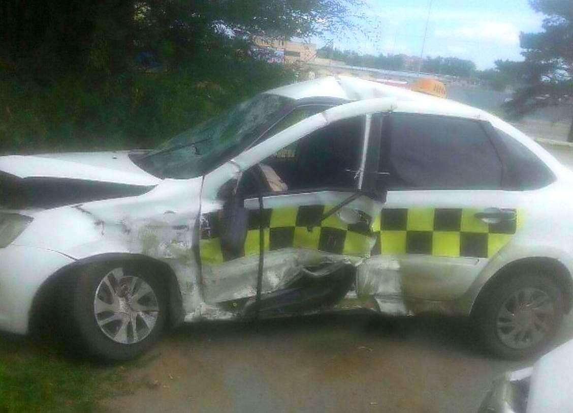 В результате ДТП погиб водитель такси