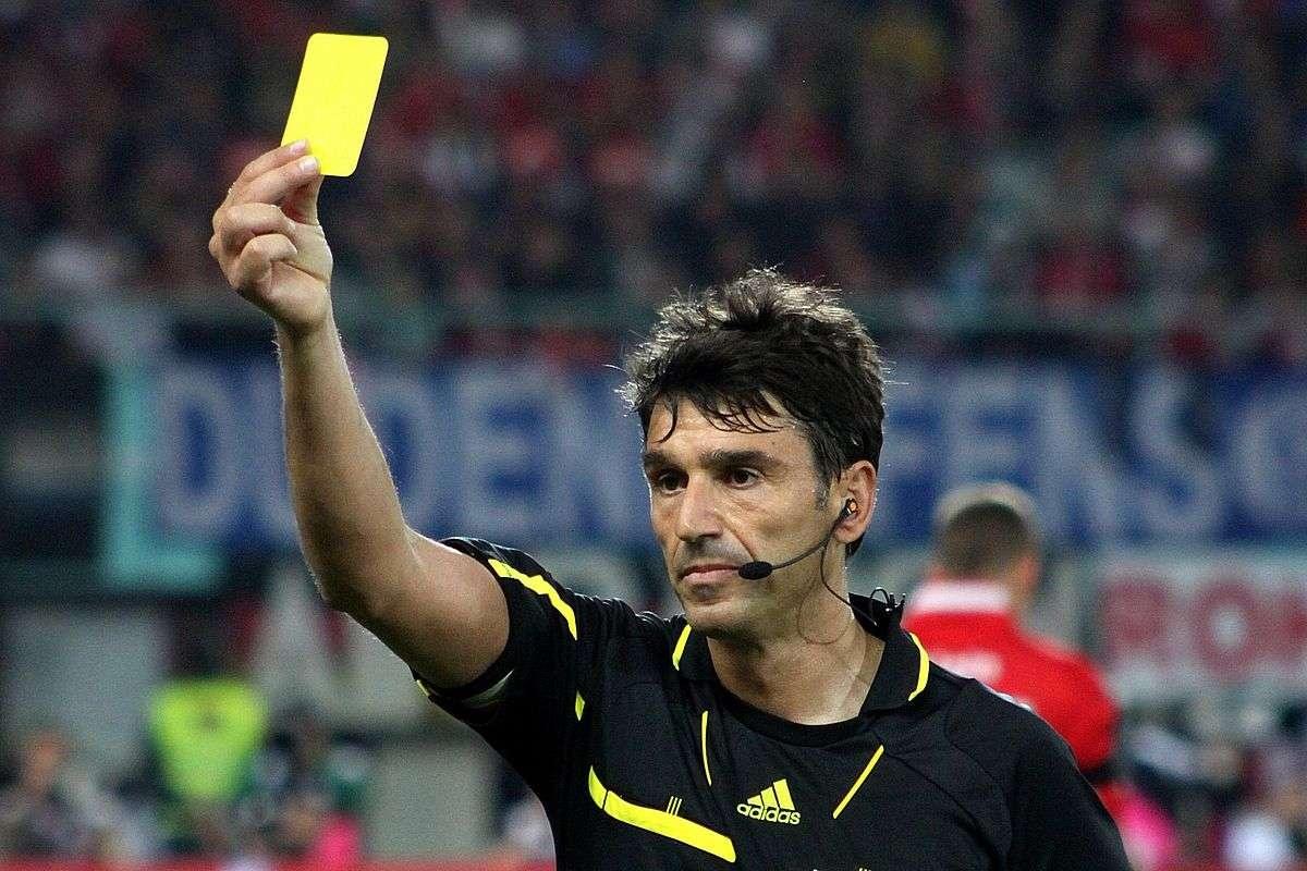 Массимо Бузакка был скуп на карточки на протяжении всей карьеры