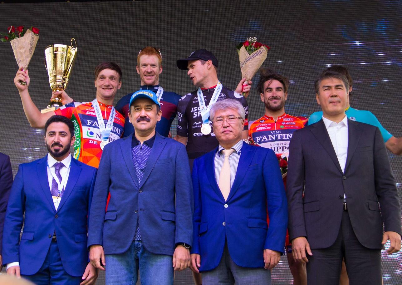 Награду призёрам вручали первые лица страны
