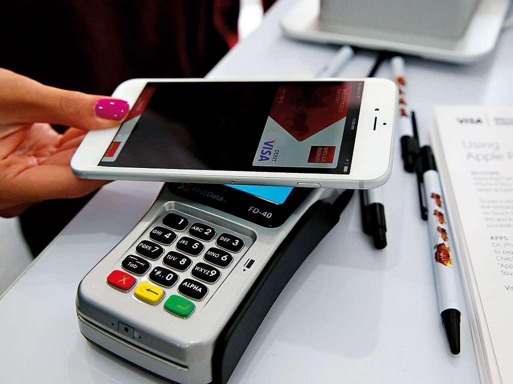 Смартфон уже активно заменяют пластиковые карты