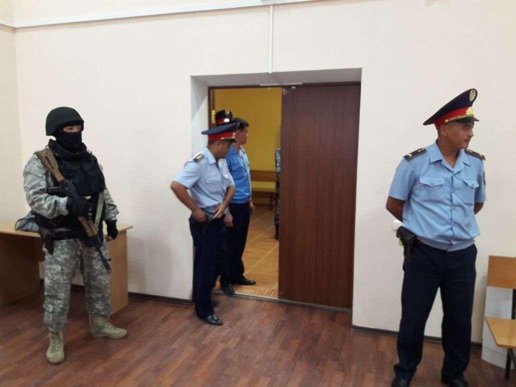Абдужаббарова привезли в суд под усиленным конвоем