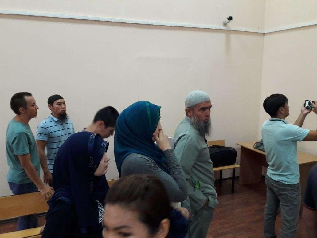 Родственники Абдужаббарова в зале суда