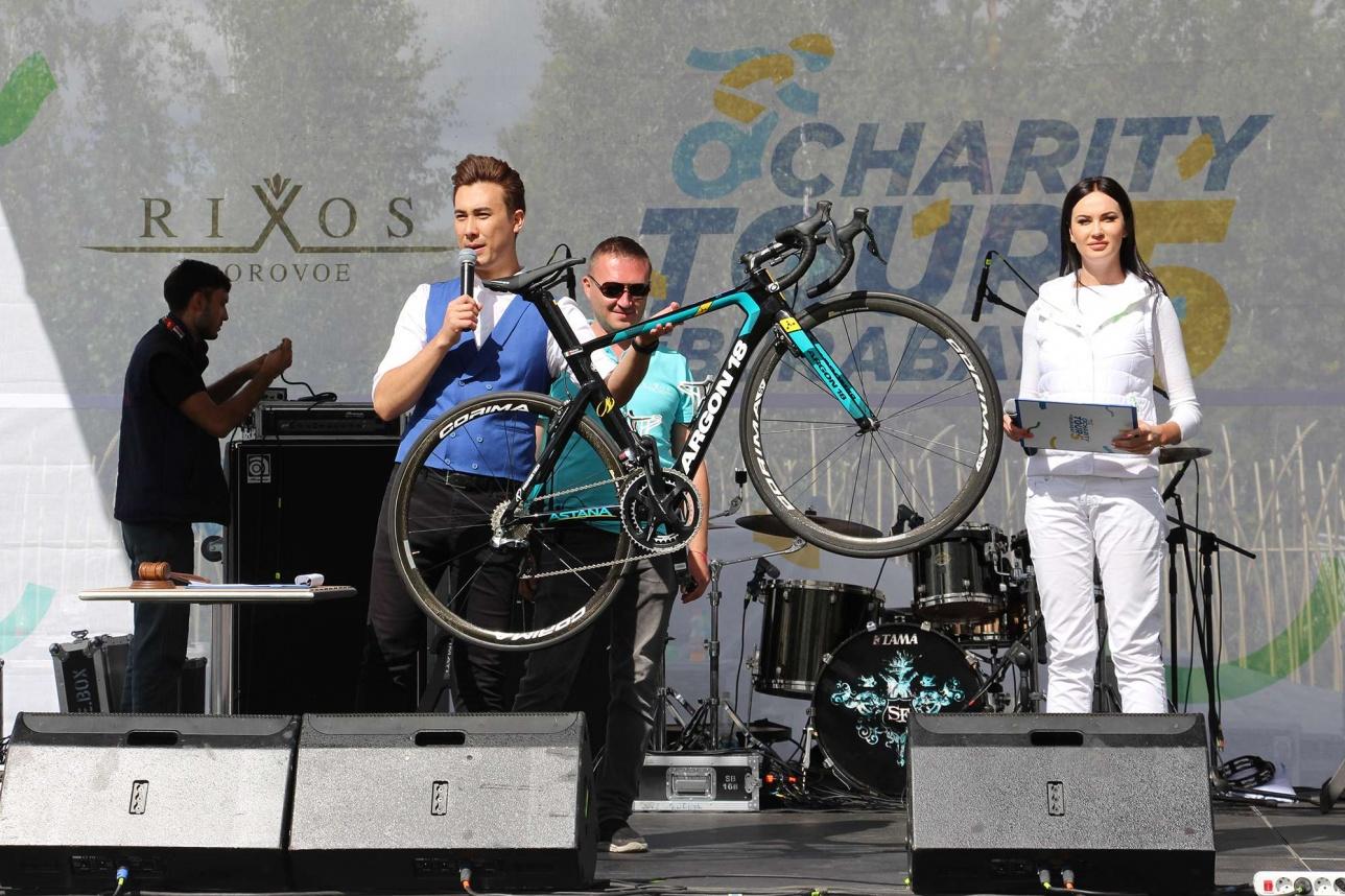 """Велосипед погибшего гонщика из велокоманды """"Астаны"""" стал одним из самых дорогих лотов аукциона"""
