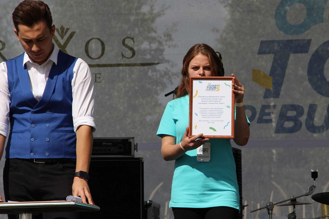 Помимо обычных лотов, участников пробега ждал розыгрыш сертификатов на покупку техники