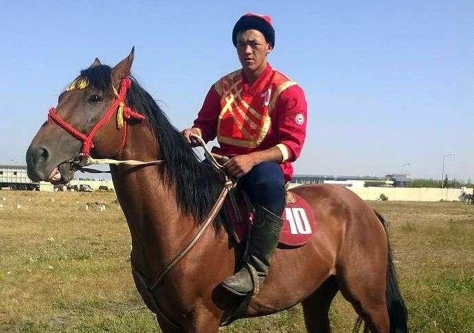 Игрок сборной Кыргызстана по кокпару Нуржан Мелисбек уулу