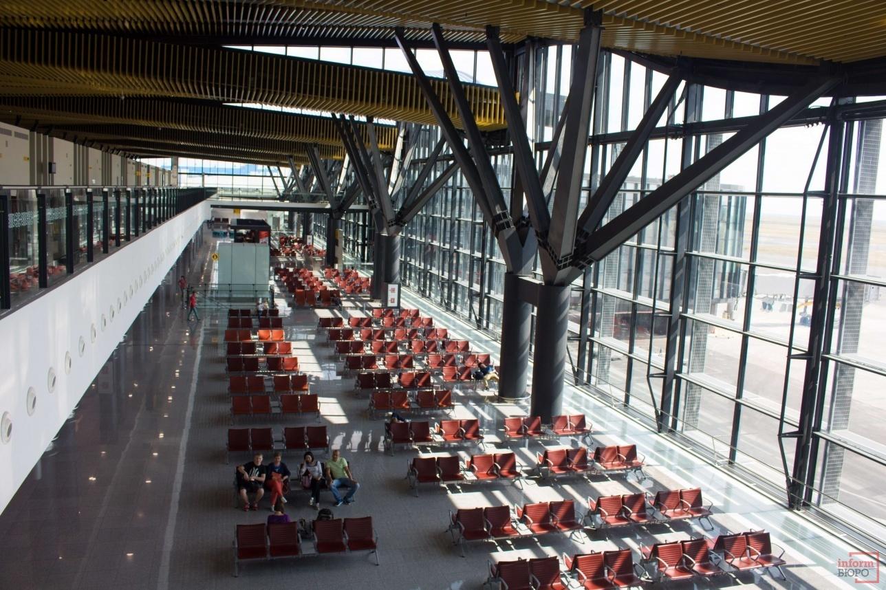 В зале ожидания терминала Т1 очень комфортабельные условия