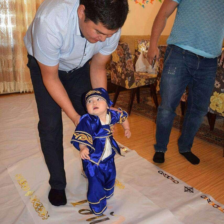 Аким Усть-Каменогорска показал гостям из Германии обряд перерезания пут