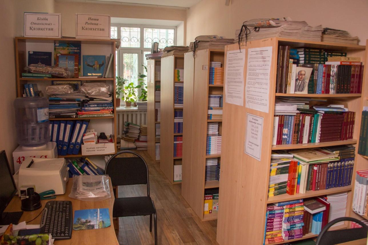 В библиотеке нет читального зала