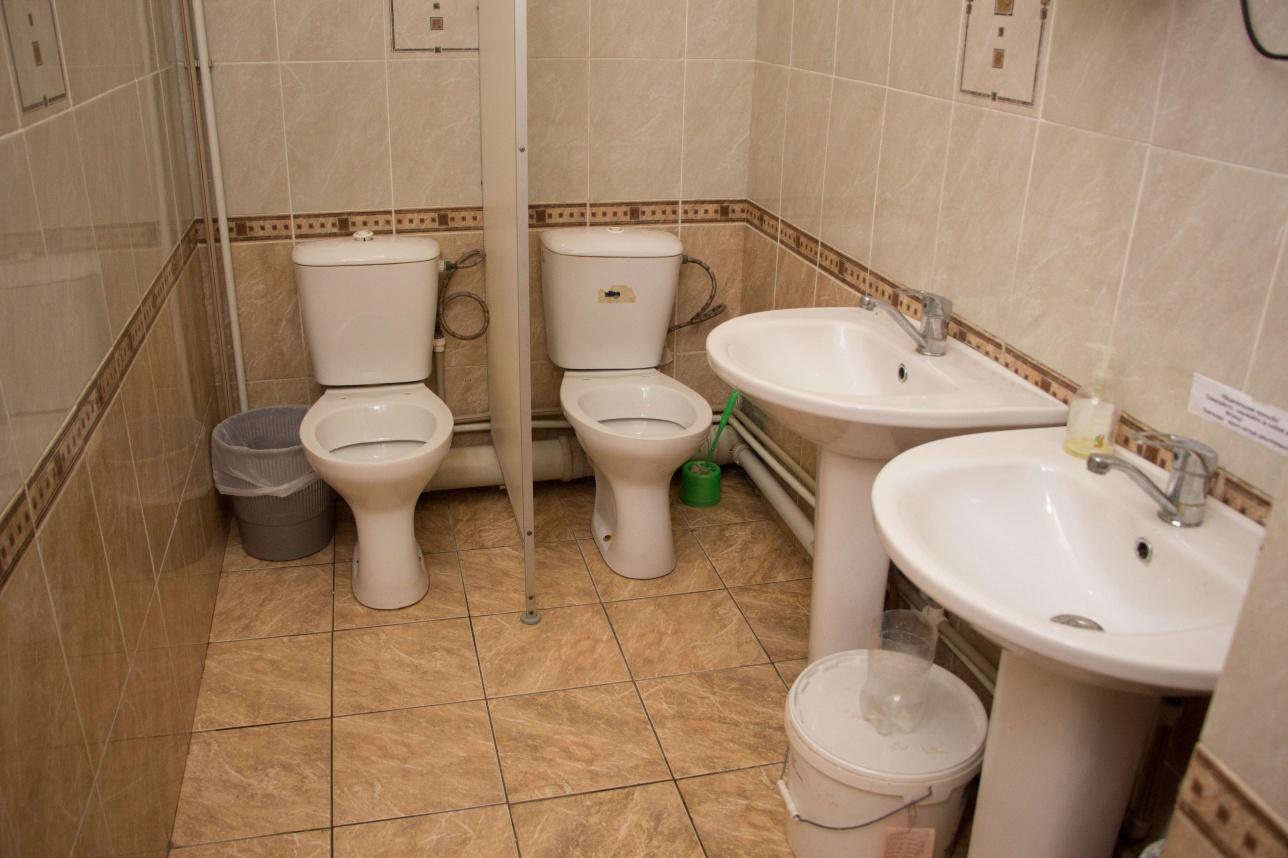 Общий туалет для мальчиков и девочек