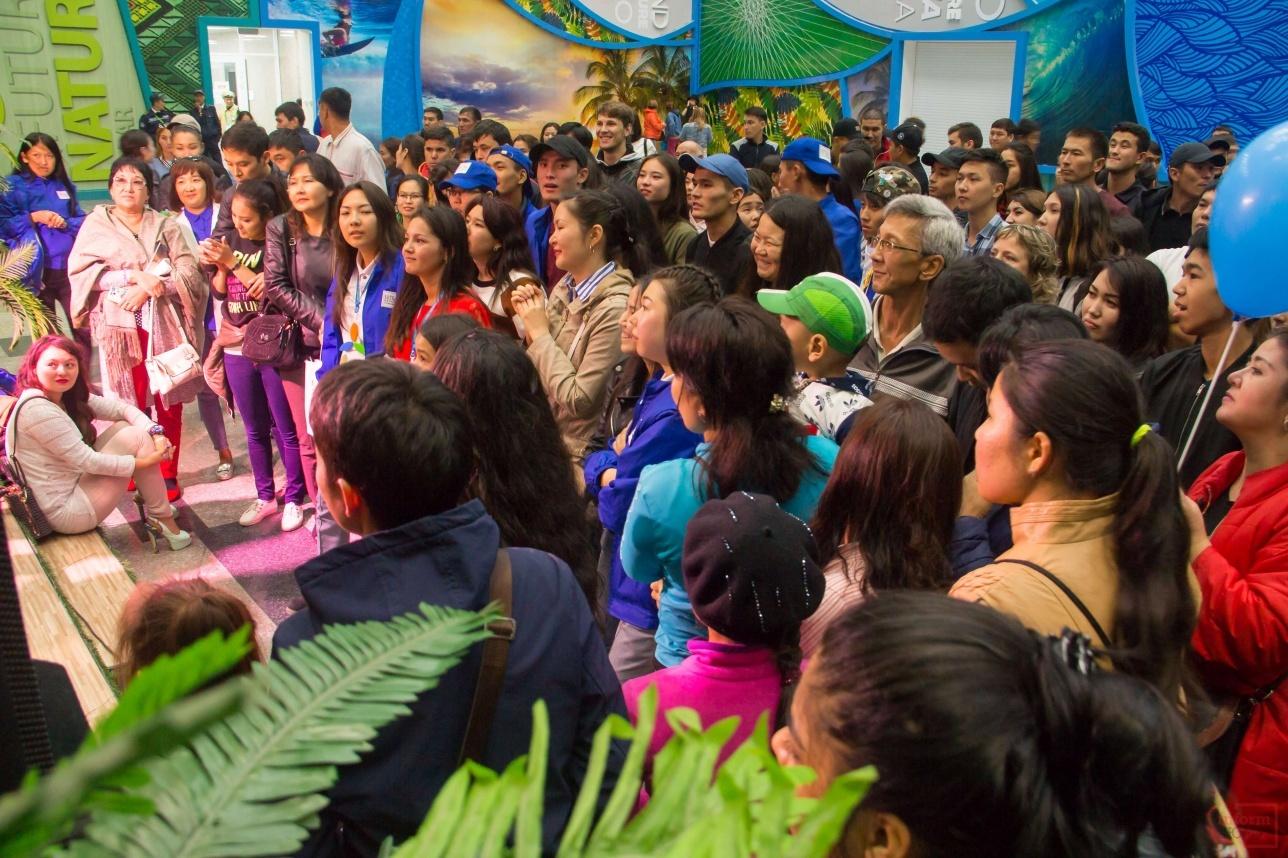 Народ вселили только возле павильона Латинской Америки