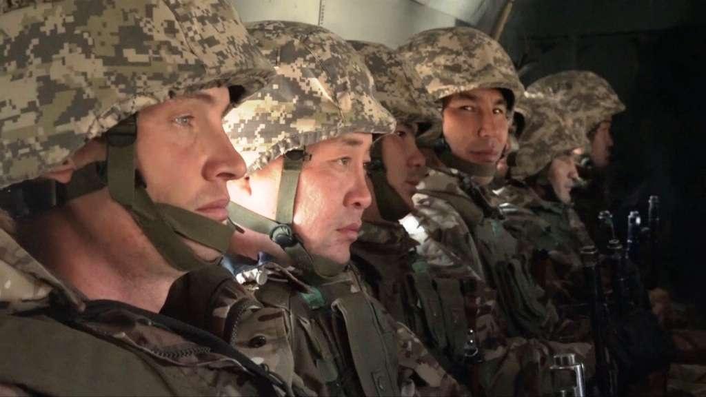 200 воздушных десантников прибыли в кризисные зоны
