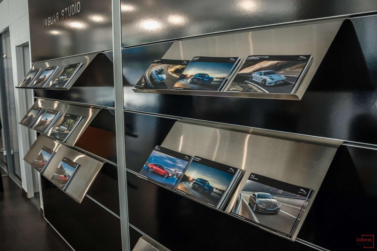 Клиенты центра могут в комфортной обстановке выбрать себе машину по душе