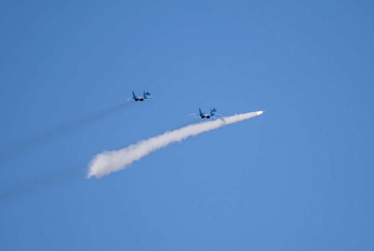 """Пуск ракеты """"воздух-воздух"""" с истребителя МиГ-29"""