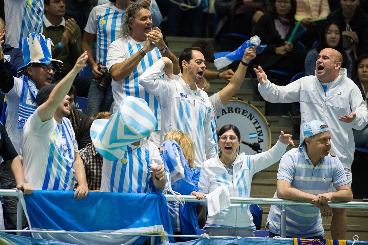 """Аргентинские теннисисты привезли в Астану своих экспрессивных фанатов, которые пытались перекричать своих """"коллег"""" из Казахстана"""