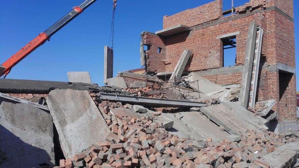 Два строителя погибли, один госпитализирован в результате обрушения