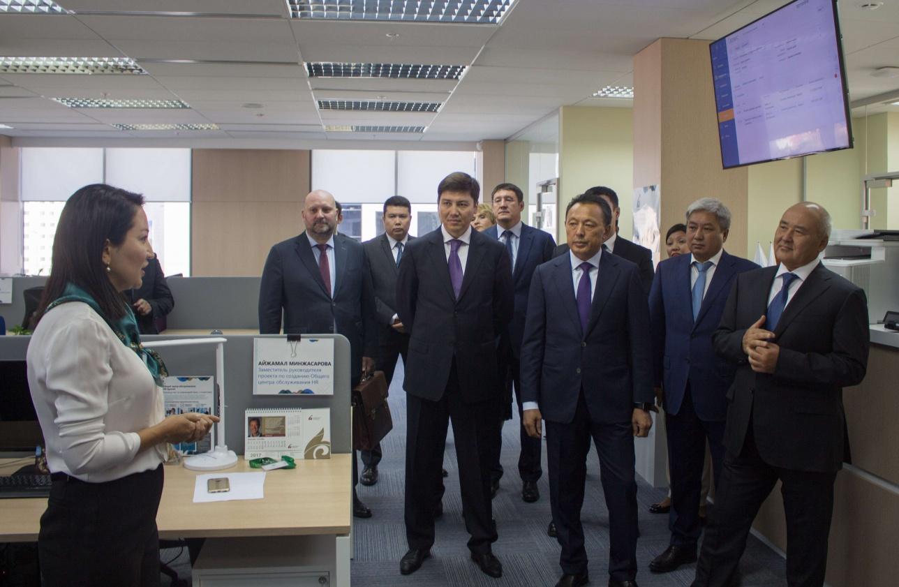Умирзак Щукее посетил центр по управлению человеческими ресурсами HR Qyzmet