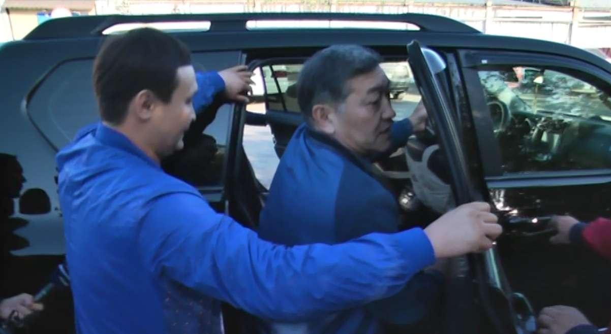 Серика Ахметова встречали его родственники