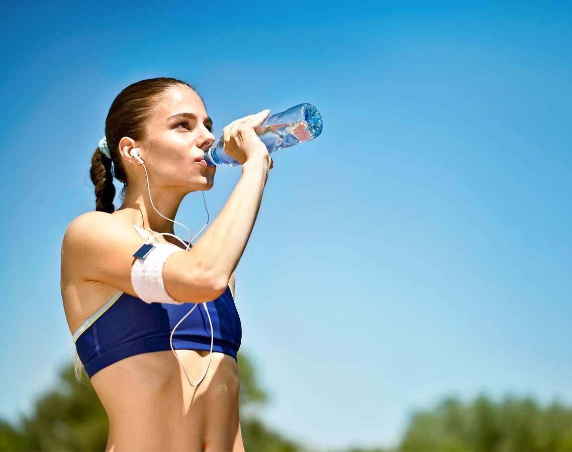 Бутилированной воде удалось стать частью здорового образа жизни