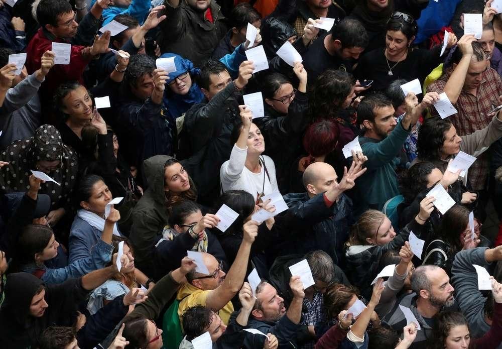 В голосовании приняли участие около 2,2 млн избирателей