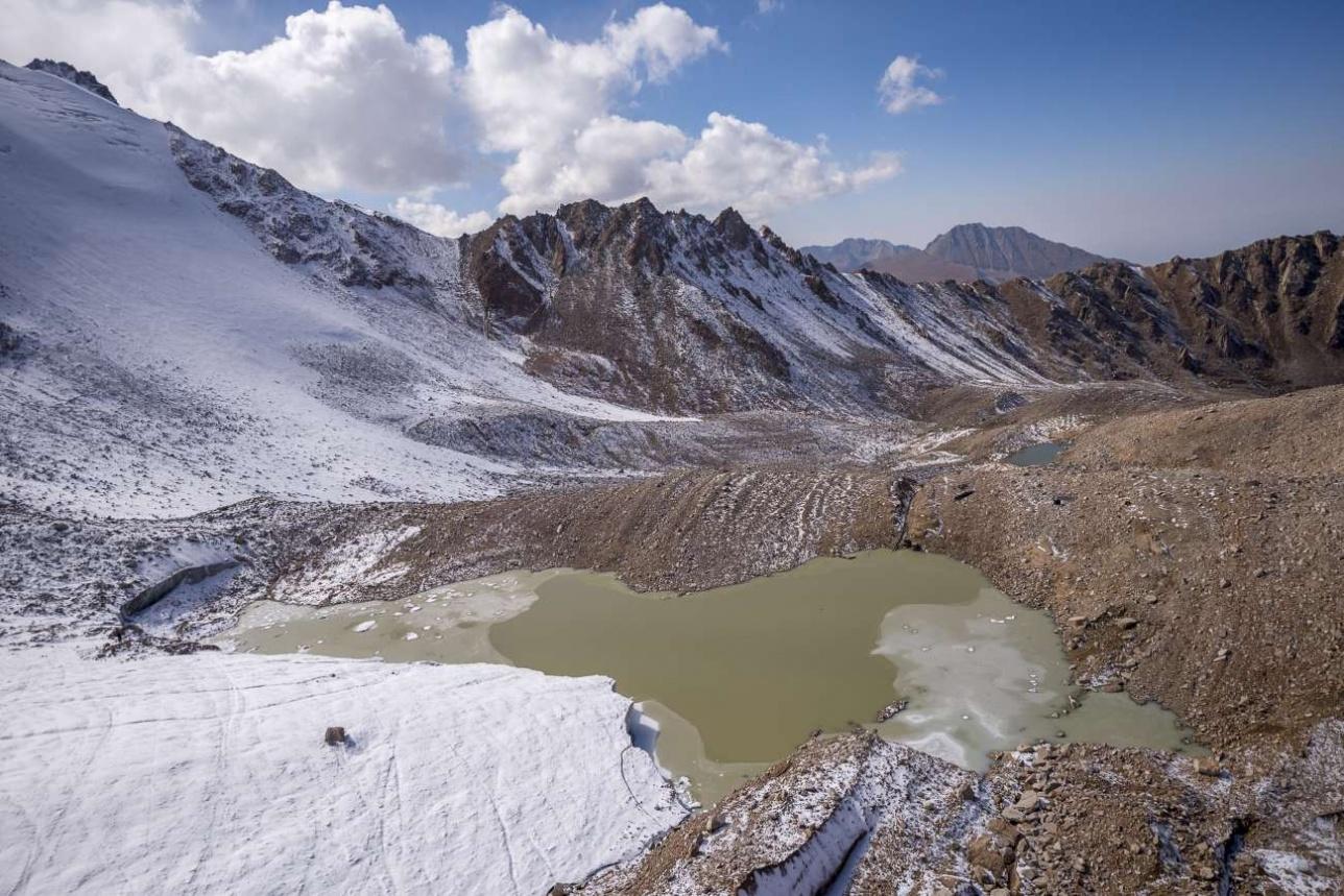 Моренные озёра в конце сентября покрываются льдом