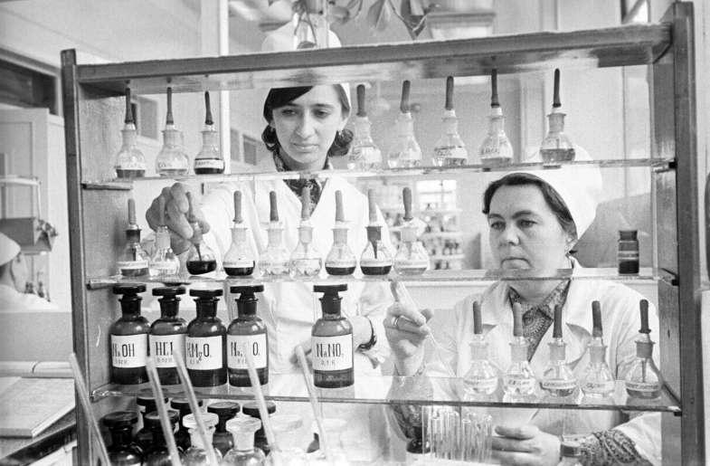 Новая аптека в селе Кок-Тобе. 1984-ый год. Из фонда ЦГА КФДЗ