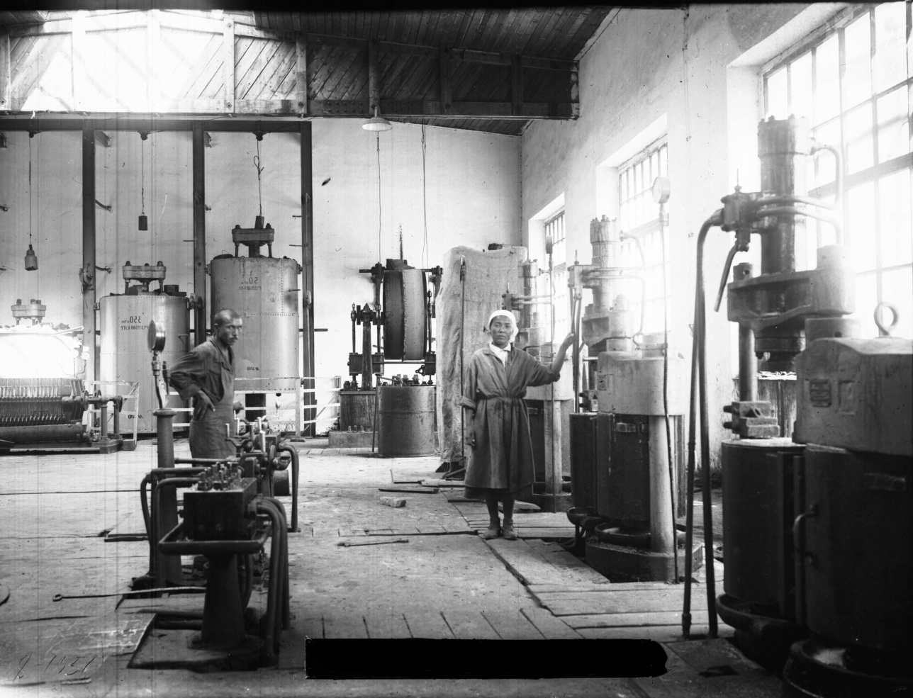 Чимкентский сантонинный завод. 30-е годы. Из фонда ЦГА КФДЗ