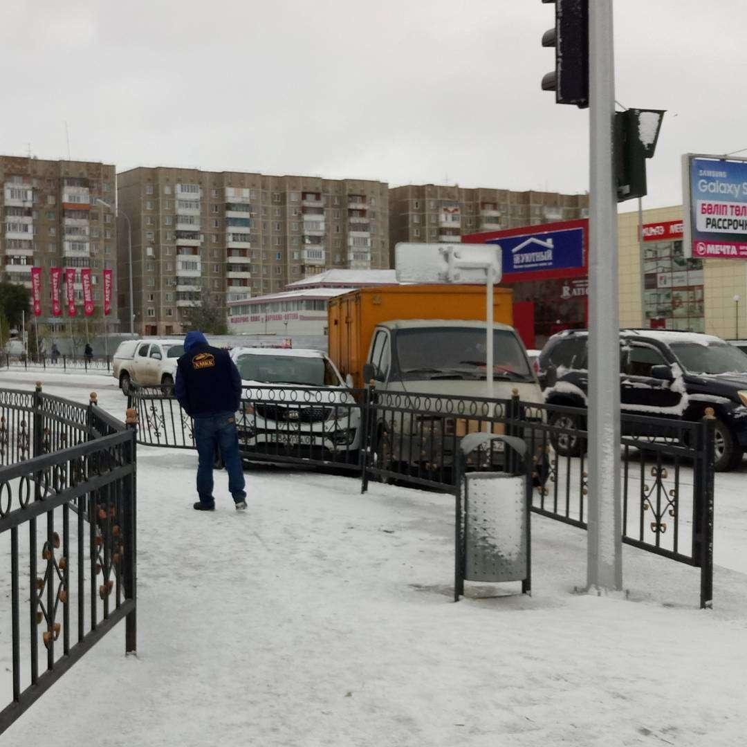 За день в Караганде столкнулись десятки машин