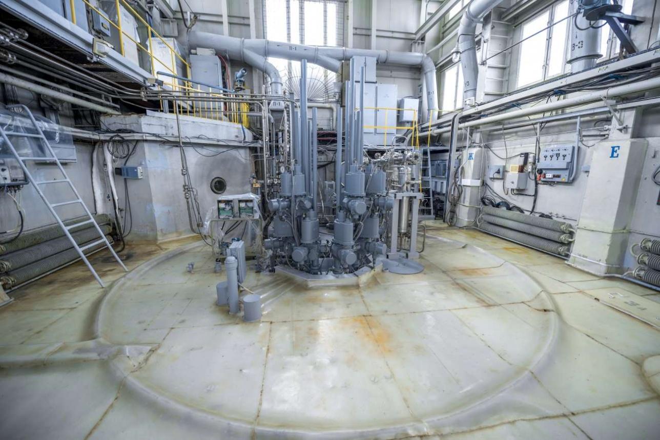Система механизации управляющих стержней реактора