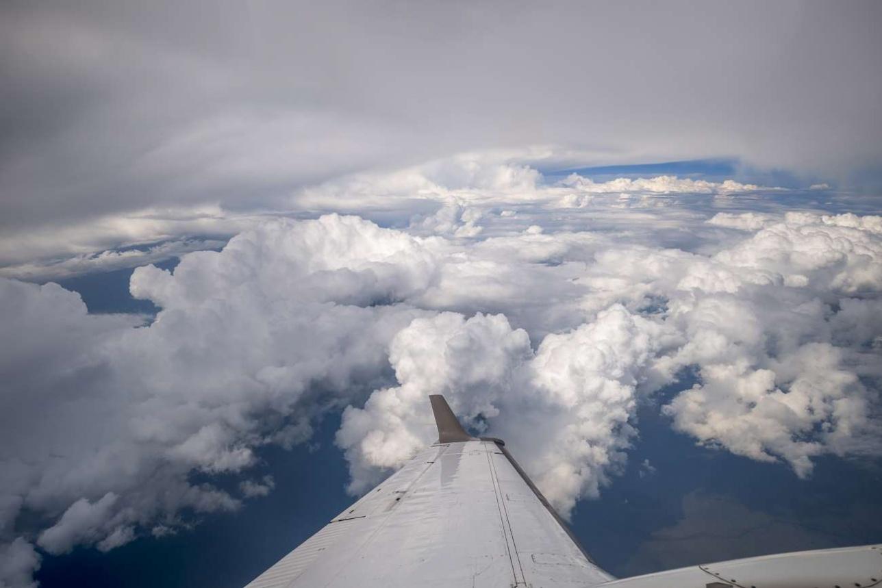 260-й эшелон (высота 7500 метров), за бортом минус 22 градуса по Цельсию