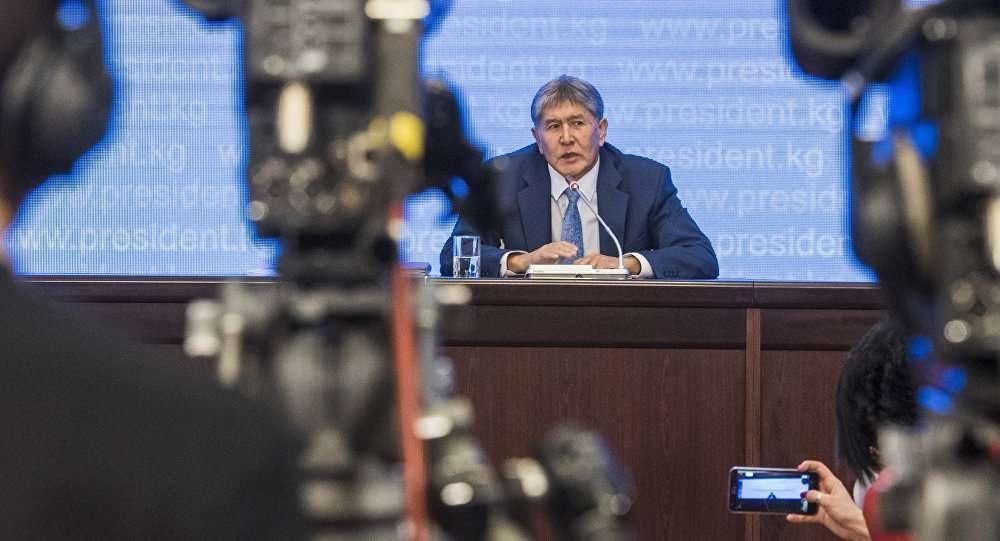 У Атамбаева сложились непростые отношения с журналистами