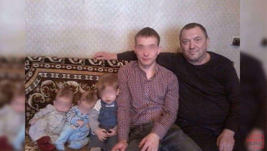 Салават Гильмутдинов (справа) с сыном Эмилем и внуками