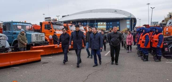 Исекешев проверил готовность спецтехники к очистке улиц от снега